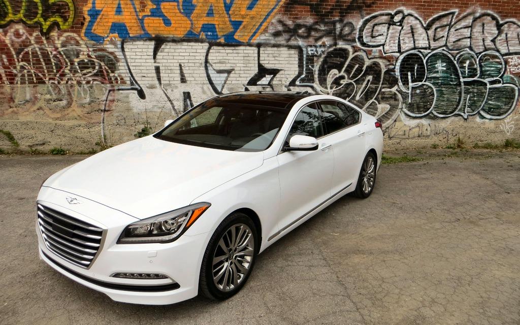 10 mẫu xe sở hữu động cơ V8 có giá cực mềm