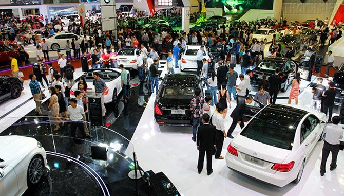 Sợ tăng giá dân đổ xô đi mua ô tô