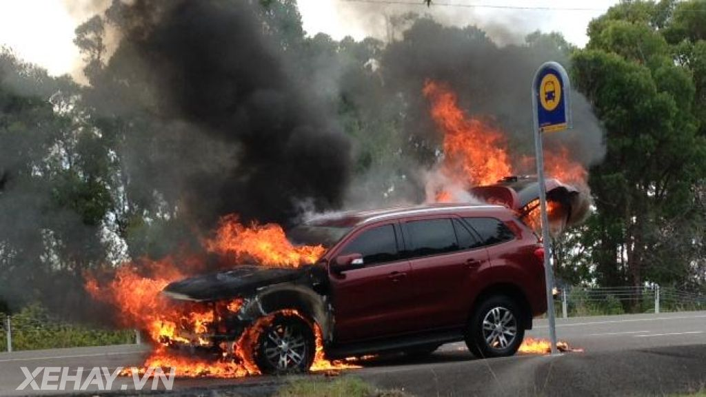 Ford Everest 2016 bốc cháy