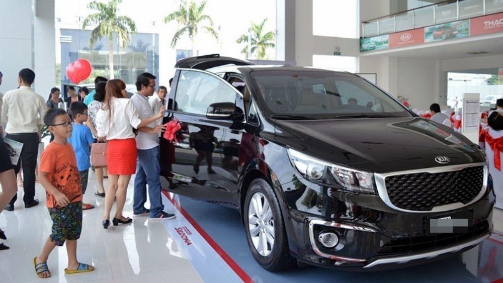 người Việt đổ xô đi mua ô tô