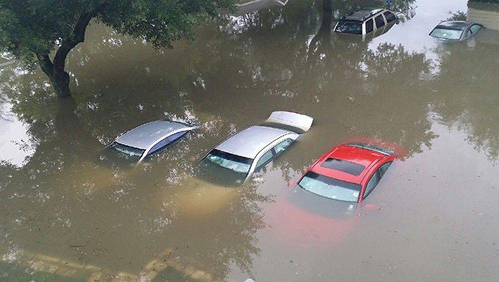 Cách phát hiện ô tô cũ từng bị ngập nước