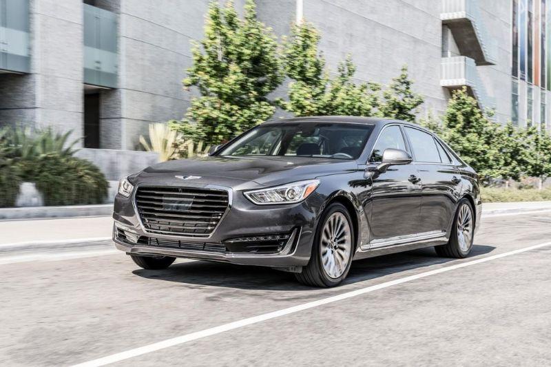 Genesis G90 2017 nhận được đánh giá khá cao của các nhà chuyên môn cũng như giới chuyên môn xe