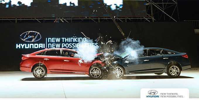 Xe Hyundai lao đầu vào nhau