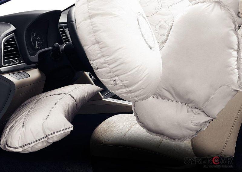 Hệ thống an toàn 6 túi khí của Hyundai Elantra 2016